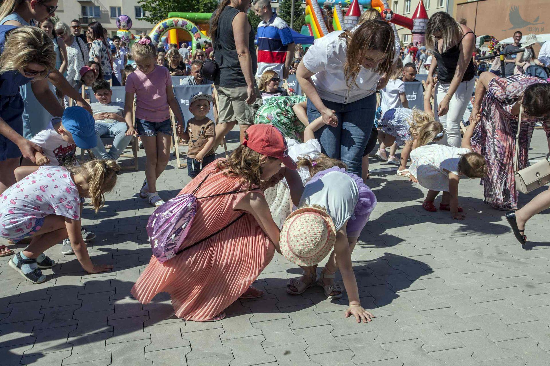 """piknik rodzinny z okazji """"Dnia Dziecka"""" organizowany przez Dom Kultury w Łapach"""